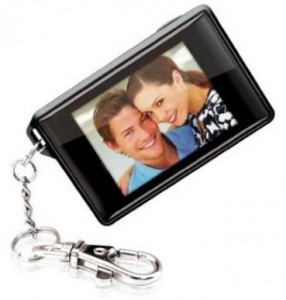 Coby Keychain Digital Photo Frame